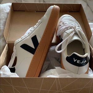 NWOT Veja V12 Leather Sneakers White/Black/Natural
